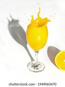 Grosses Glas Orangensaft