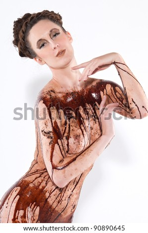 akt-mit-schokoladensirup