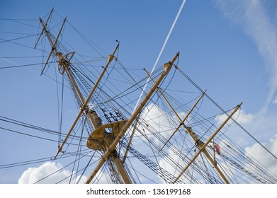 Tall ships crows nest and mast