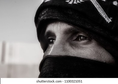 TAMANRASSET, ALGERIA- Novembre 2015: Black and white portrait of Algerian man from Tuareg tribe in south  of  Algeria captured on the desert of Tamanrasset , Algeria