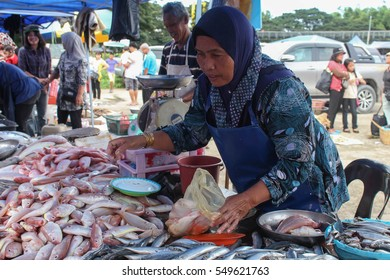 TAMPARULI, SABAH MALAYSIA- DEC 07, 2016: An unidentified woman selling fresh sea fish at the local market or better known as Tamu Tamparuli that is held every Wednesday in the town centre