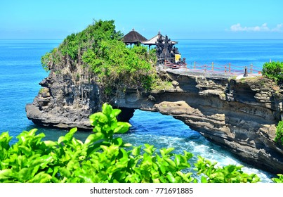 Tanah Lot, Batu Bolong, Bali, Indonesia epic scene
