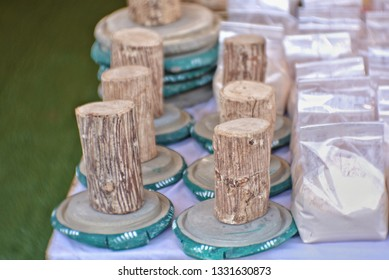 Tanaka or Kasana (botanical name that LICODIA ACIDISSIMA) uses the part of the bark to rain or grind with the polished stone with a bath mat periodically. Tanaka has a lot of antioxidants.