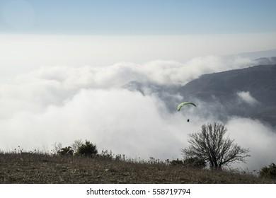 A tandem pilot takes off