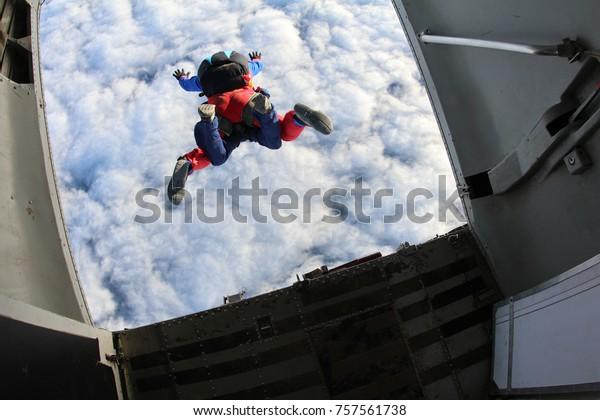 Tandem Skydiving. Beenden Sie.