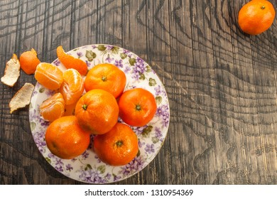 tangerines on a colored plate, wooden background