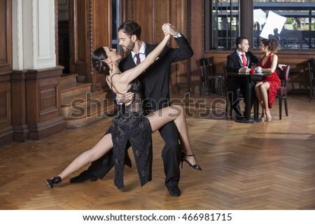 Tango com dating