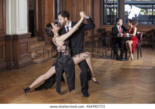 Dating Tango för-och nack delar på dating