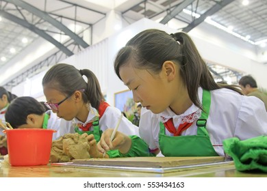 Tangshan - September 16: pupils make ceramic art works, on September 16, 2015, tangshan city, hebei province, China