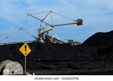 Tanjung Bara, PT KPC, Sangatta, Indonesia. 14 September 2017 . Reclaimer Stacker in coal mine for bulk material handling.