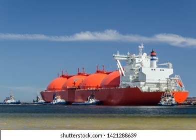 TANKER AND A SWARM OF TUGBOATS - A giant ship moored to the gas terminal in Swinoujscie