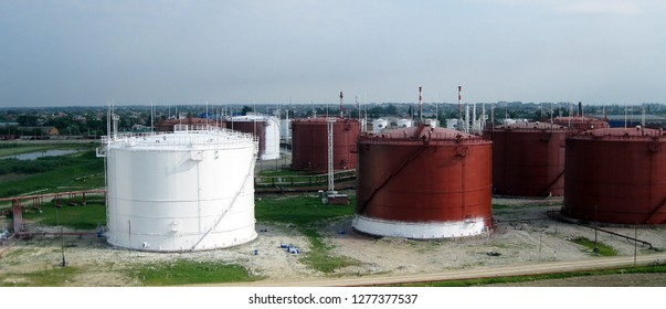 Tanks of vertical steel. Capacities for storage of oil, gasoline, kerosene, the diesel and other liquids.