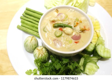 Tao Jiaw Lone (Herbed Soya Beans with Minced Shrimp and Pork in Coconut Milk served with Fresh Vegetables), Thai food