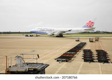 Taoyuan, Taiwan- Sep. 8, 2006: An airplane of China Airline in  Taoyuan international airport on Sep. 8, 2006
