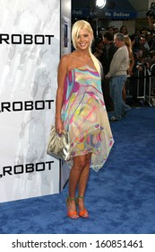 Tara Reid at I, ROBOT world premiere, Mann's Village Theatre, Westwood, CA, July 7th, 2004