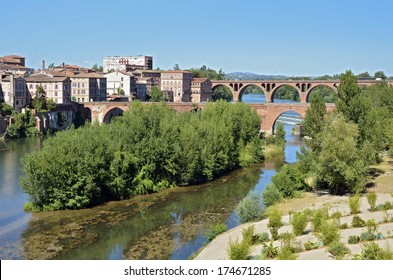 The Tarn river and stones at Albi in southern France, Midi Pyr�©n�©es region, Tarn department