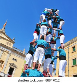 TARRAGONA, SPAIN - SEPTEMBER 23: Castells on September 23, 2011 in Tarragona, Spain. Every September 23, Santa Tecla holiday, those typical catalan human towers are performed in Plaza de la Font