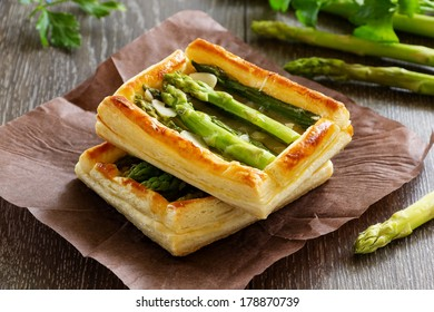 Tart of asparagus and cheese.