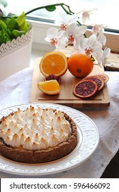 Tart with lemon curd and meringue