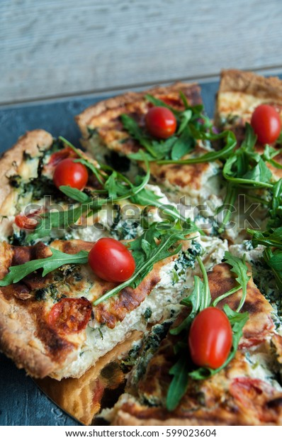 Tart with tomatoes