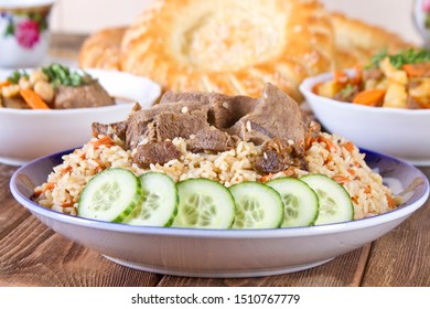 Tashkent pilaf with lamb and fresh pita bread