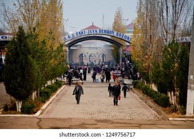 TASHKENT, UZBEKISTAN /11.17.2012 Entrance to the city bazaar