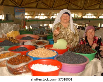 TASHKENT, UZBEKISTAN - MAY 18: Woman offers up dried apricots on May 18, 2010 in Tashkent, Uzbekistan. Imports of dried fruit from Afghanistan have fallen so domestic production is booming.