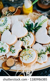 Tasty gingerbread cookies covered with white icing decorated with paintings. Spring holiday candybar for guests.