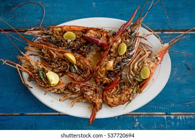 Tasty prepared lobsters and jumbo shrimps