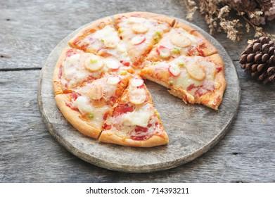 Tasty seafood pizza.