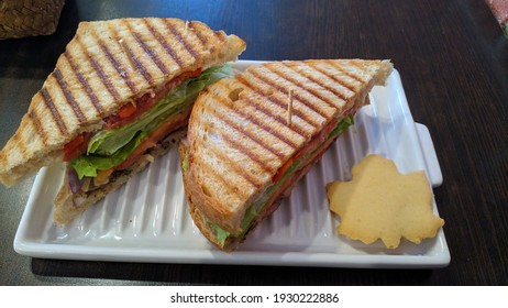 tasty smoked chicken panino comes with cookies