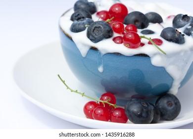 Imagenes Fotos De Stock Y Vectores Sobre Yogur Con Frutos Rojos