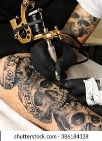 tattoo machine action close up