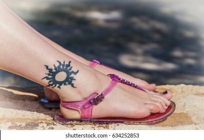 Tattoo of a sun on a young girl