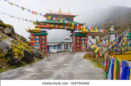 Tawang, Arunachal Pradesh, India. The colourful gateway entrance through Sela Pass on a misty moring in the Himalayas between Dirang and Tawang, Arunachal Pradesh, India.