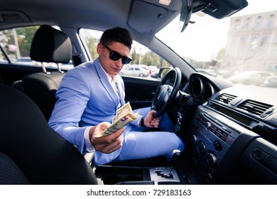 Taxi driver gives change to a client. The payment in the taxi concept. Honest client-oriented policies.