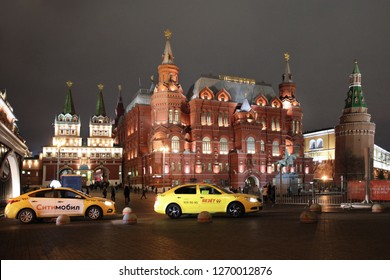 Taxi on the background of buildings Voskresenskie gate of Kitai-Gorod and the Historical Museum. Moscow. 22.11.2018