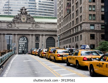 Taxi traffic on the way to Grand Central Terminal