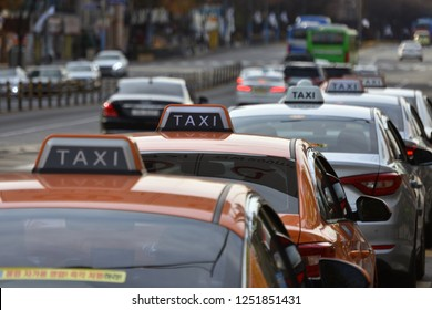Taxis are lined up at the curb in Asia. Selective focus Taxi cab and soft focus. (Seoul, Korea. Nov. 23, 2018)