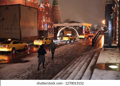 Taxis and people on the background of the Museum of Moscow and the Historical Museum. Moscow. 22.11.2018