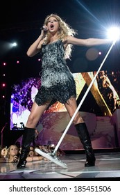 Taylor Swift on stage for Taylor Swift Fearless Tour Concert, Madison Square Garden, New York, NY August 27, 2009
