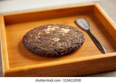 The tea knife with pe'er tea