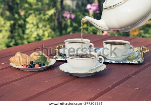 庭のお茶会。