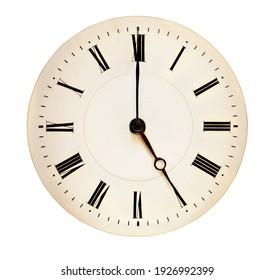 Tea Time Konzept. Antike Uhr, die auf fünf Uhr zeigt, einzeln auf weißem Hintergrund.