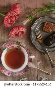 tea & tulips