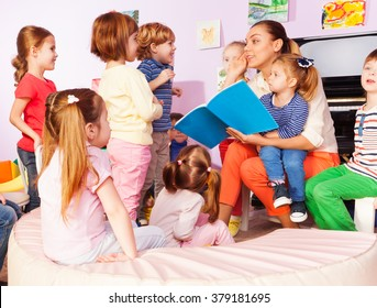 Teacher with kids read and discuss book