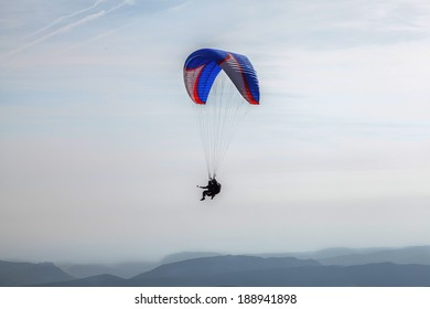 Teacher and pupil fliying in a biplace paraglide / Biplace Paragliding