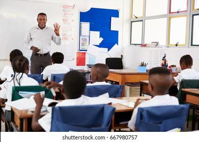 Teacher teaching an elementary school class of kids