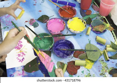 Teaching and training children paint roller. And color on paper, leaves, and teaching children to learn painting