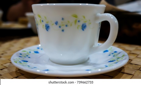 A teacup and a plate over the bamboo mat